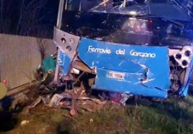 Auto contro bus Ferrovie del Gargano, due vittime
