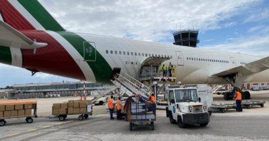 Dalla Cina a Bari, la Regione acquista centomila tute DPI