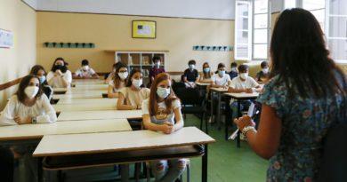 Scuola, nuova ordinanza di Emiliano: dal 1 febbraio superiori in presenza al 50%