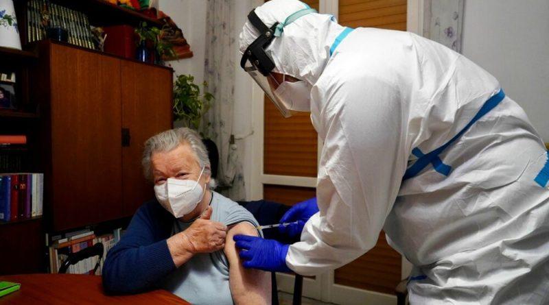 Vaccini, consegnate ai medici di famiglia 2748 dosi. Asl Foggia: «Loro apporto determinate»